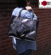 バッグのセンターポケットに角をあしらったワイルドトートバッグ
