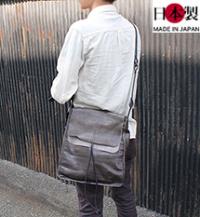 軽さが魅力の絞り加工アンティーク縦型ショルダーバッグ(馬革)