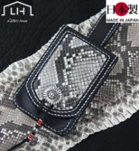 ベルトループ付き手縫い革携帯ケース(牛革)マットパイソン