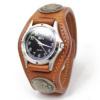 クセのないシンプルな3コンチョ革腕時計(牛革)
